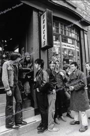Bruce's_record_shop_Edinburgh_punks_fl0163_print