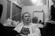 fl0002fr13_Sex_Pistols_June1977_London_wash_clean_8.17_5400dpi