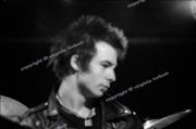 fl0002fr26_Sex_Pistols_June1977_London_wash_clean_8.17_5400dpi