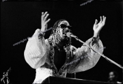 fl0613_fr35_Stevie_Wonder_Wembley_06_09_80